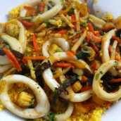 Cuscús con Calamares y Verduras Salteadas
